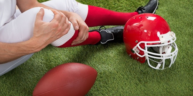 What are the most common injuries in football. Football injuries knee